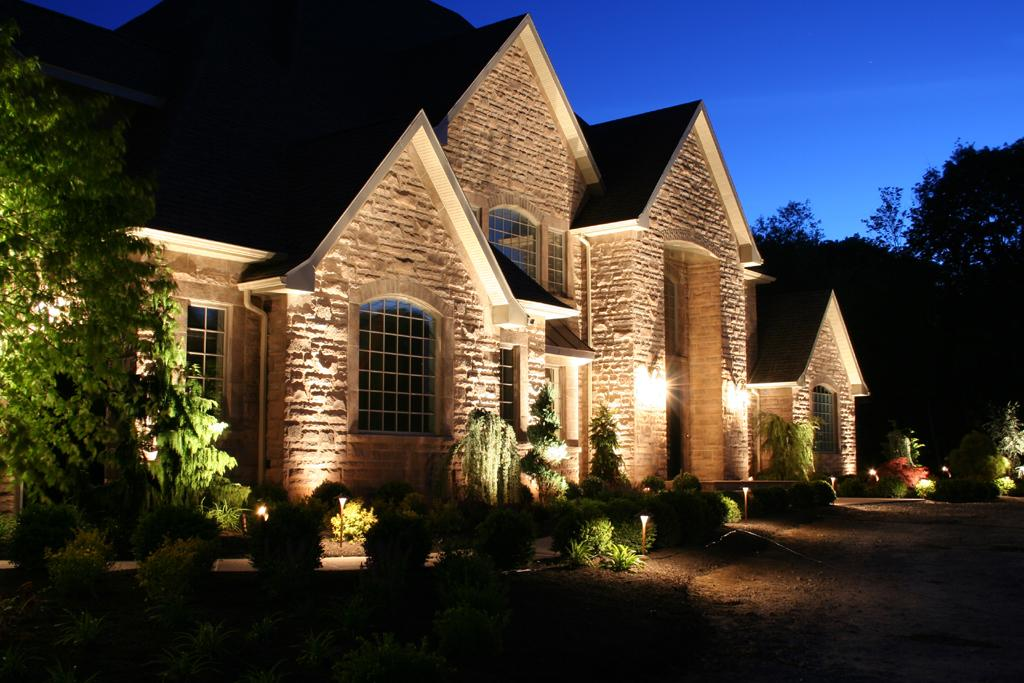 Outdoor landscape lighting dallas installation for Landscape lighting products